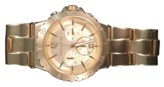 Preload https://img-static.tradesy.com/item/1738136/michael-kors-gold-watch-0-2-540-540.jpg