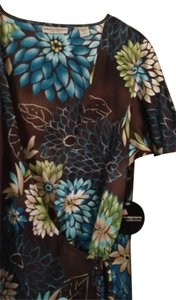 Valerie Stevens Top chocolate base, multi
