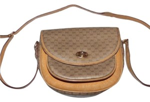Gucci Classic Style Gold Hardware Petite But Roomy Cross Body Bag