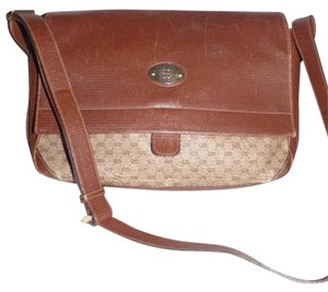 Gucci Classic Style Gold Hardware Multiple Compartment Cross Body Bag