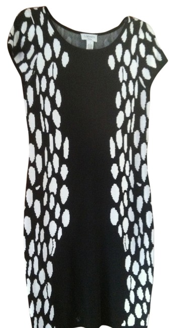 Preload https://img-static.tradesy.com/item/1739328/carmen-marc-valvo-black-and-white-mid-length-cocktail-dress-size-4-s-0-0-650-650.jpg