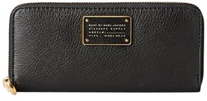 Marc by Marc Jacobs Too Hot To Handle Slim Zip-around Wallet Black Clutch