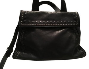 Vera Pelle Spacious Exterior Flap Pocket Satchel in Black