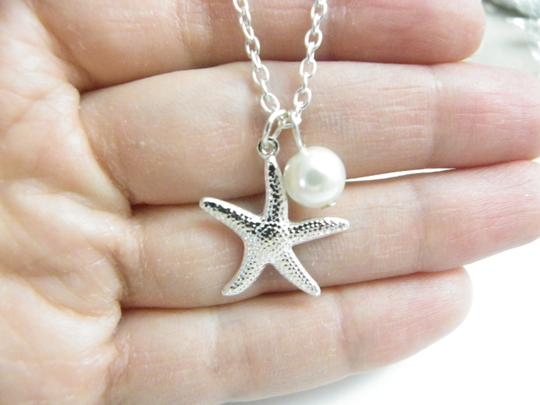 Preload https://img-static.tradesy.com/item/1739933/white-cream-bridesmaid-starfish-starfish-gift-bridesmaid-starfish-and-pearl-necklace-0-0-540-540.jpg
