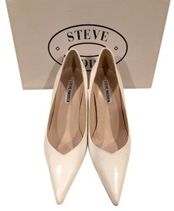 Steve Madden White Pumps