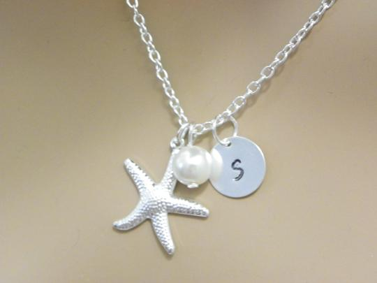 Preload https://item1.tradesy.com/images/white-cream-sterling-silver-chain-starfish-necklace-1740620-0-0.jpg?width=440&height=440