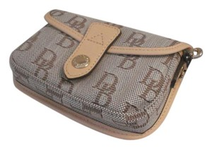 Dooney & Bourke NEW-Dooney-Bourke Signature-Wristlet-Wallet-NWT $58