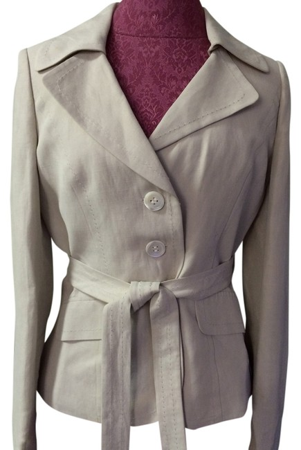 Preload https://item2.tradesy.com/images/ann-taylor-off-white-jacket-and-cropped-pant-suit-size-4-s-1741161-0-0.jpg?width=400&height=650