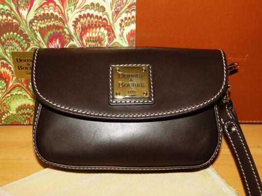 Dooney & Bourke Alto Leather Leather Box Wristlet in Brown T'Moro Image 4