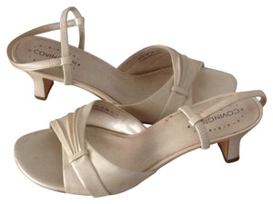Conviction Off white Sandals