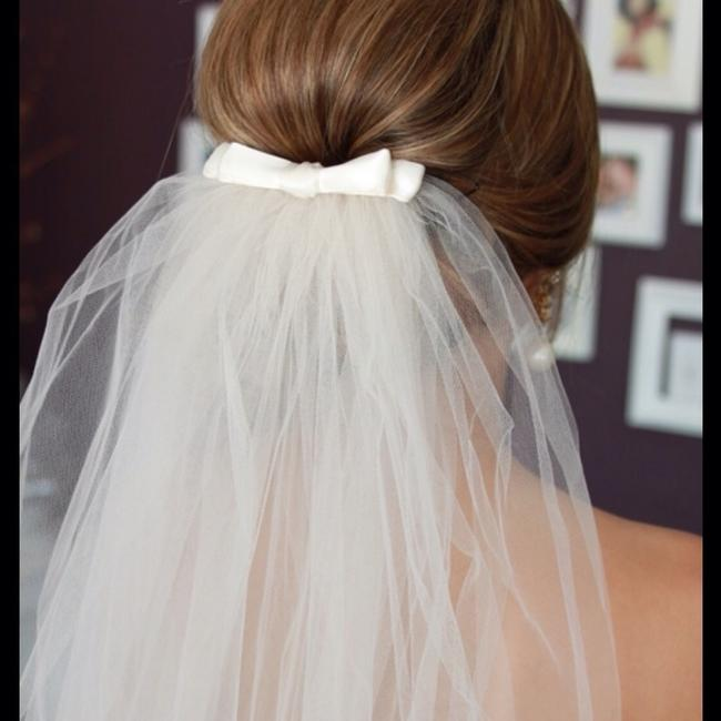 Item - Ivory Medium Bow Bridal Veil