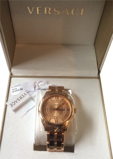Preload https://img-static.tradesy.com/item/1743186/versace-gold-signature-watch-0-2-540-540.jpg