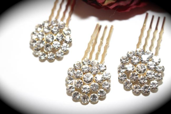 Item - Gold / Ivory Dazzling Clustered Swarovski Crystal Combs Hair Accessory