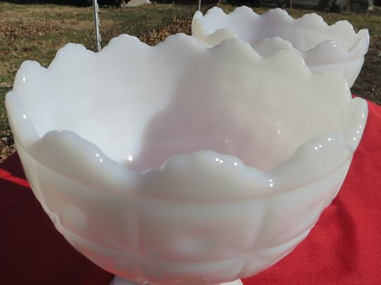 White Set Of Two Vtg Set #118 Milk Glass Compote Scalloped Tufted Dot Star Trinket Dish Bowl. Reception Decoration