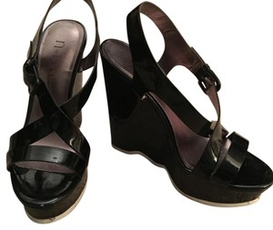 Nicole Miller Black Wedges