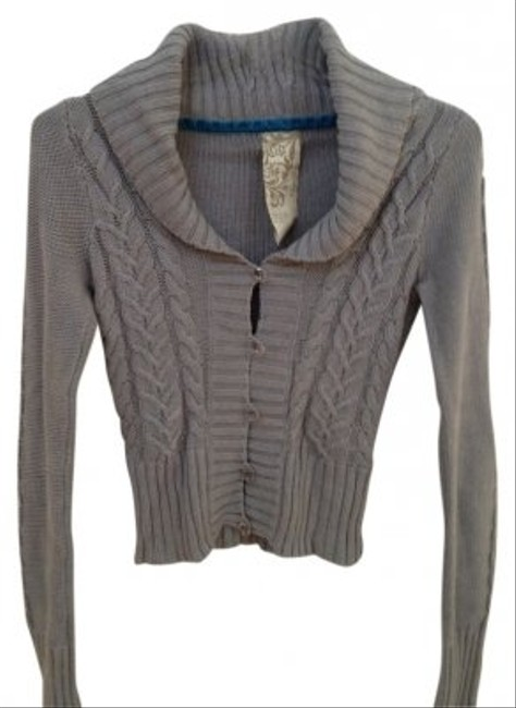 Preload https://item4.tradesy.com/images/fossil-button-closure-gray-sweater-17438-0-0.jpg?width=400&height=650
