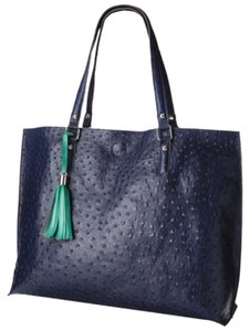 Tote in Navy Blue