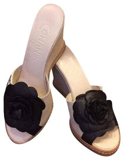 Preload https://item1.tradesy.com/images/chanel-cream-with-black-carmellia-flower-open-toe-leather-wedges-size-us-6-regular-m-b-1744060-0-5.jpg?width=440&height=440
