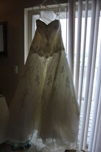Allure Bridals Ivory Traditional Wedding Dress Size 10 (M)