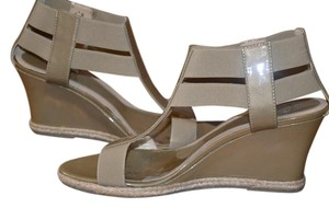 Amalfi by Rangoni Sandal Patent New In Box Taupe Wedges