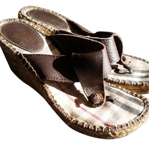 Burberry Novacheck With Brown Leather & Gold Logos Sandals
