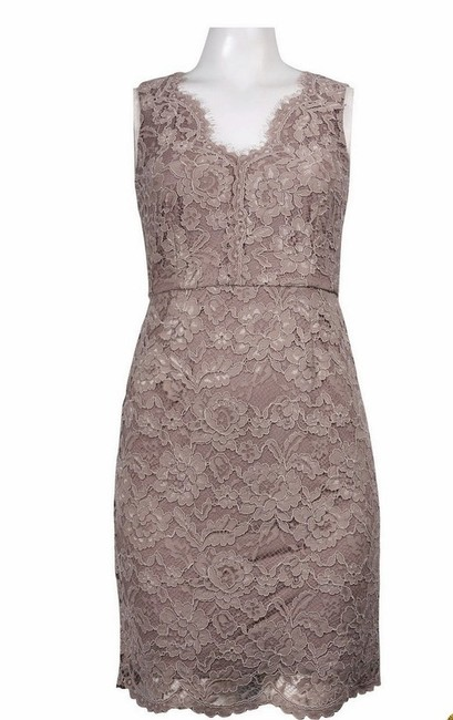 Item - Champagne Lace Sleeveless Vintage Bridesmaid/Mob Dress Size 6 (S)