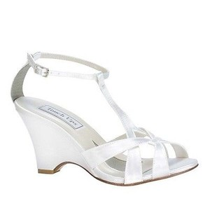 Touch Ups White Bridal Dyeable T-strap Comfortable Wedges Size US 8.5 Regular (M, B)