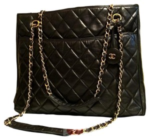 Chanel Vintage Tote in Black Quilted Lambskin Leather (ENTRUPY AUTHENTICATED)