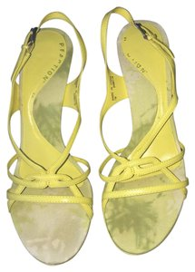 Kenneth Cole Reaction Yellow Sandals