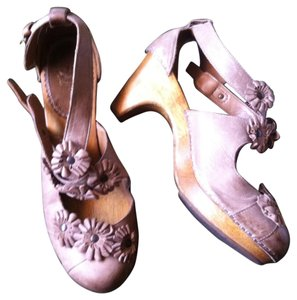 Miss Albright Wooden Leather Rosette T-strap Anthropologie Taupe Pumps