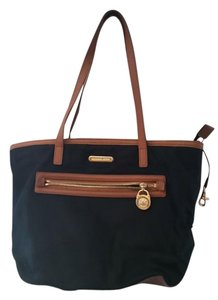 Michael Kors Classic Tote in black