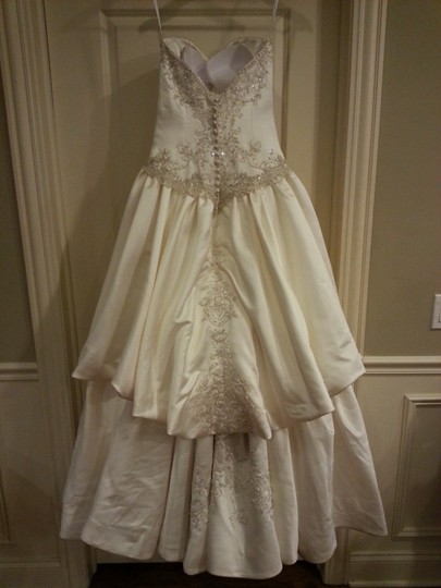 Allure Bridals Ivory Satin Winter Beauty Formal Wedding Dress Size 6 (S)