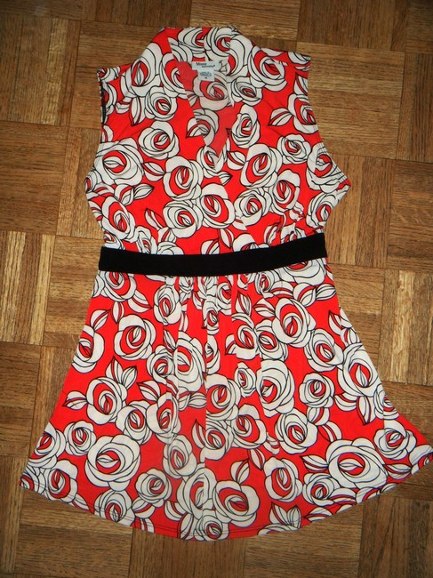 Item - Red White Black & Roses Maternity Top Size 8 (M, 29)