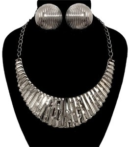 Other Metal Necklace Set
