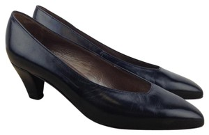 Bally Leather Classic Low Kitten Erica Navy Pumps