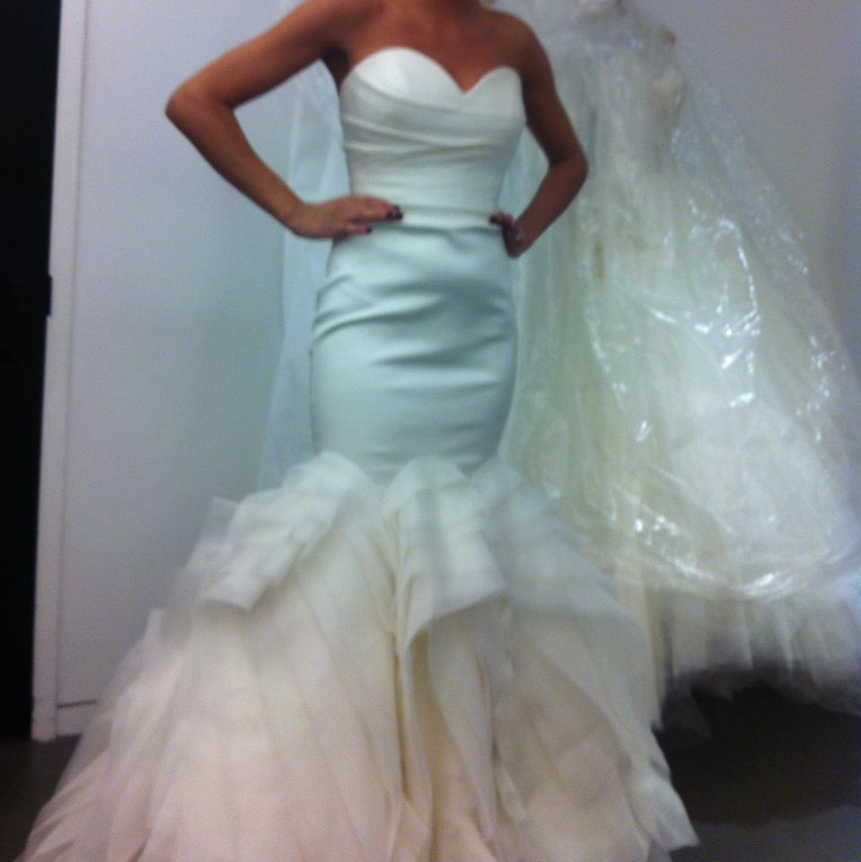 Vera wang wedding dress wedding dresses on sale for Vera wang wedding dresses sale