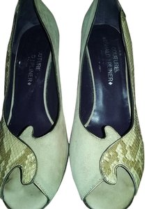 Donald J. Pliner Tan/Snake Pumps
