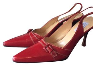 Isaac Mizrahi Red Pumps