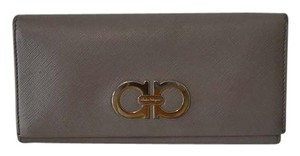 Salvatore Ferragamo Authe Salvatore Ferragamo Gancini Gray Calf Leather Bifold Wallet