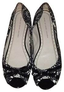 Marc by Marc Jacobs Black & White Flowers Flats