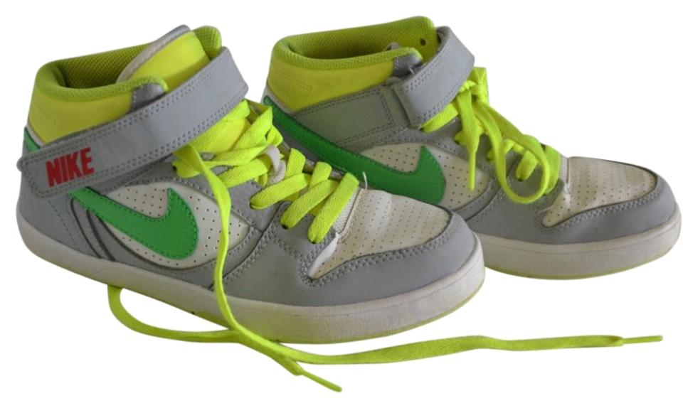 detailed pictures 6e9aa 785cc Nike Sneakers Size US 6.5 Regular (M, B) - Tradesy