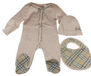 Burberry Burberry Girls Footie, Hat and Bib Set Size: 6 Months