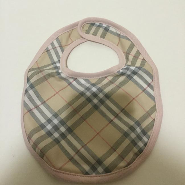 Burberry Burberry Girls Footie, Hat and Bib Set Size: 6 Months Image 4