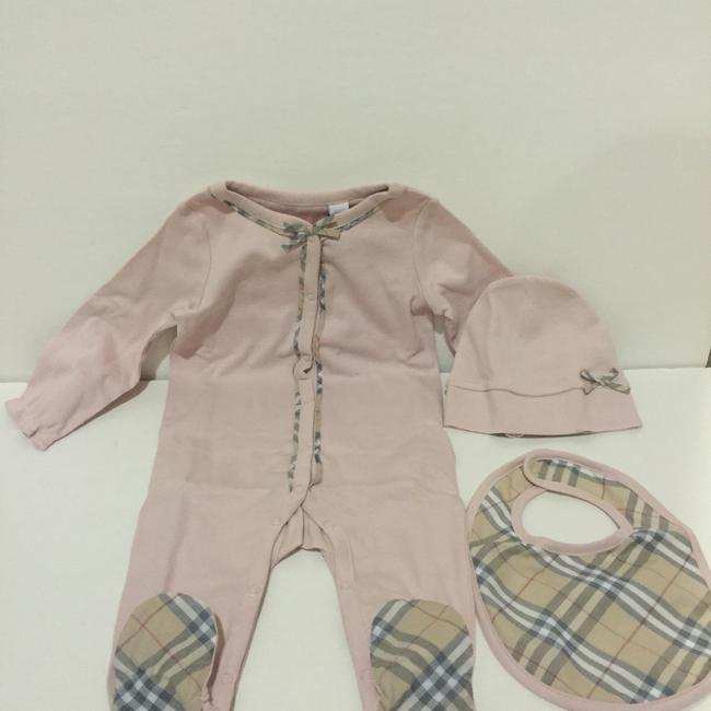 Burberry Burberry Girls Footie, Hat and Bib Set Size: 6 Months Image 6