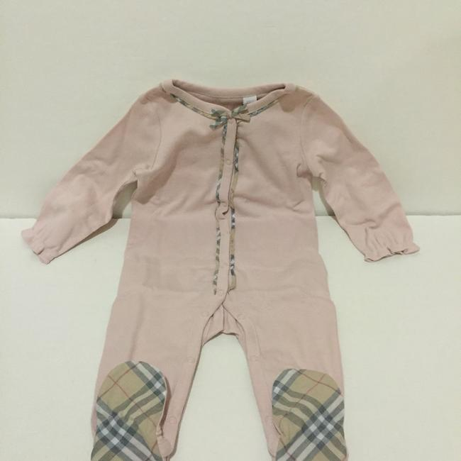 Burberry Burberry Girls Footie, Hat and Bib Set Size: 6 Months Image 7