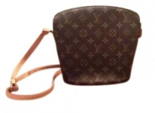 Preload https://item5.tradesy.com/images/louis-vuitton-monogram-leather-cross-body-bag-17524-0-0.jpg?width=440&height=440