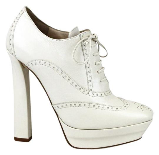 Preload https://item5.tradesy.com/images/bottega-veneta-white9902-white-leather-lace-up-platform-heel-388-331380-9902-bootsbooties-size-eu-38-17529124-0-3.jpg?width=440&height=440