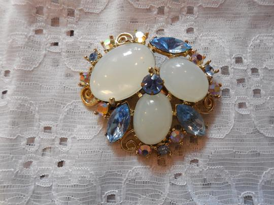 Blue Totally Stunning Vintage Rhinestone Brooch/Pin