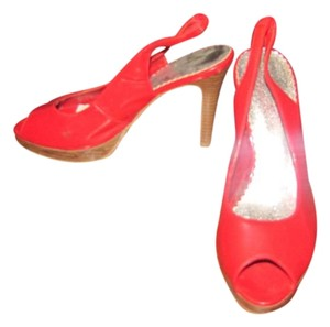 Fioni Red Pumps