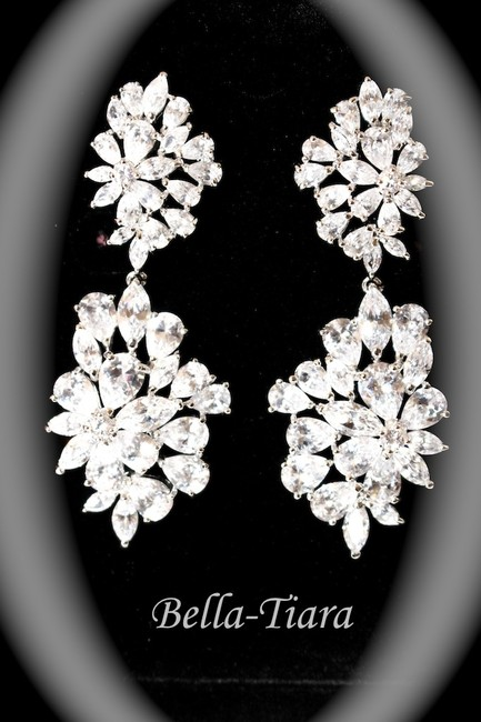 Item - Silver and Pearl Glamorous Cz Drop Earrings